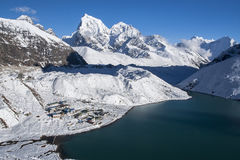 喜马拉雅山ang Gokyo的美丽的景色从Gokyo Ri的 库存图片