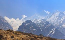 喜马拉雅山Machapuchare basecamp迁徙的足迹的,尼泊尔宾馆 库存照片
