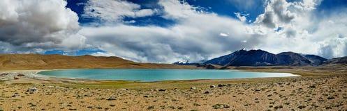 喜马拉雅湖Kyagar Tso,拉达克全景  免版税库存图片