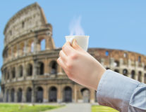 喝一份咖啡在永恒罗马 免版税库存照片