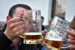 喝啤酒 免版税库存照片