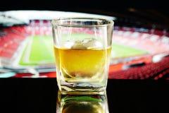 喝在体育场内 免版税库存图片