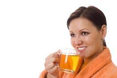 喝在桔子的妇女 库存照片