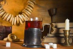 喝在葡萄酒样式的茶 库存照片