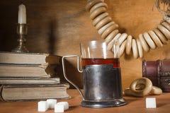 喝在葡萄酒样式的茶 免版税库存图片