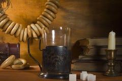 喝在葡萄酒样式的茶 免版税库存照片