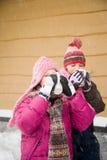 喝在雪的女孩热的饮料 库存图片