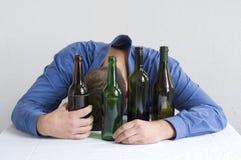 喝家庭单独的生意人 免版税库存图片