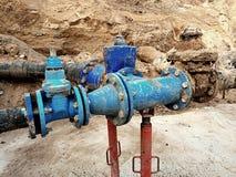 喝水管被加入的闸式阀和减少成员 被修理的完成 免版税库存图片