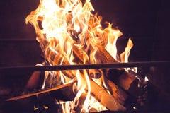 喧闹的壁炉 免版税库存照片