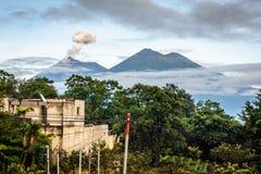 喷发在危地马拉的开火火山 库存照片