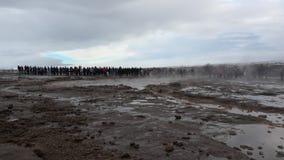 喷发在慢动作,冰岛的Strokkur喷泉 股票视频
