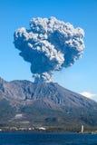喷发日本鹿儿岛mt s sakurajima火山 免版税库存照片