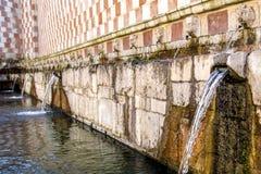 99喷口Fontana delle 99 cannelle的喷泉, L天鹰座 图库摄影