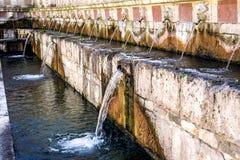 99喷口Fontana delle 99 cannelle的喷泉, L天鹰座 免版税图库摄影