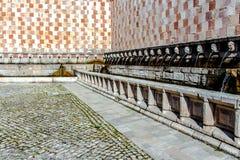 99喷口Fontana delle 99 cannelle的喷泉, L天鹰座 免版税库存照片