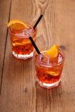 喷开胃酒,与冰块的两个桔子鸡尾酒 图库摄影