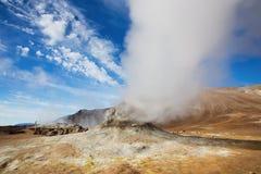 喷气孔领域在Namafjall地热地区, Hverir, 免版税库存照片