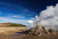 喷气孔领域在Namafjall地热地区, Hverir 免版税库存图片