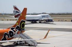 喷气式客机在开普敦机场 库存图片