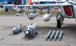 喷气式歼击机弹药装载  免版税库存图片