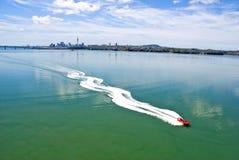 喷气机划船-奥克兰港口 免版税库存照片