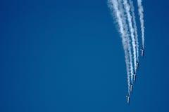 喷气机和转换轨迹 免版税库存图片