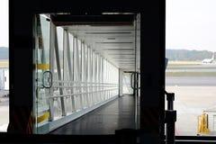 喷气机方式的入口,空气桥梁,空气跳船 免版税库存照片