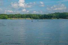 喷气机滑雪和划船在湖 免版税图库摄影