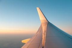 喷气机被点燃的平面日落翼 免版税图库摄影