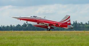 喷气机诺思罗普F-5E老虎着陆II 库存照片