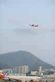 喷气机飞行起飞 库存图片