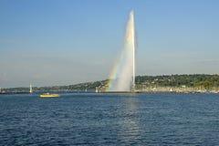 喷气机d eau在有彩虹的日内瓦 免版税图库摄影