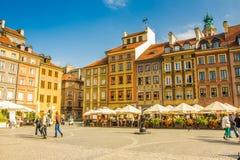 喷泉和华沙,波兰反射的表面  免版税图库摄影