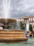 喷泉和国家肖像馆,特拉法加广场,伦敦,英国 图库摄影