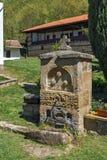 喷泉和庭院在Temski修道院圣乔治,共和国里塞尔维亚 免版税库存照片