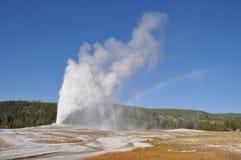 喷泉和彩虹 库存图片
