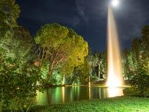 喷泉和月亮 免版税库存照片