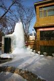 冻喷泉和池塘娜米海岛的,韩国在冬天 免版税库存照片