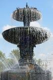 喷泉和鸽子 库存图片