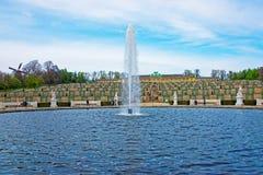 喷泉和Sanssouci宫殿和大阳台在波茨坦从事园艺 库存图片