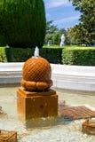 喷泉在一个庭院里在马德里,西班牙 免版税库存照片