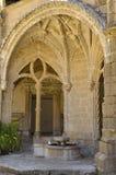 喷泉在修道院教会里 图库摄影