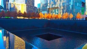 喷泉在公园在夜/纽约-美国 对曼哈顿下城/2018年12月19日的看法 免版税库存照片