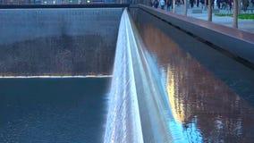 喷泉在公园在夜/纽约-美国 对曼哈顿下城/2018年12月19日的看法 库存照片