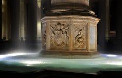 喷泉在圣彼得罗广场,梵蒂冈 免版税库存图片
