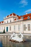 喷泉在庭院在贝尔维德雷宫,维也纳里 免版税库存照片