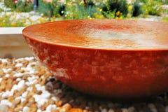 喷泉在所有庭院里提供一个美好的视觉片断 库存图片