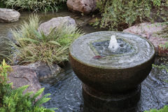 喷泉在日本庭院里在蒙地卡罗 免版税库存照片