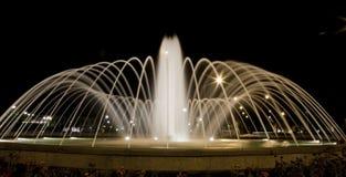 喷泉在晚上 图库摄影